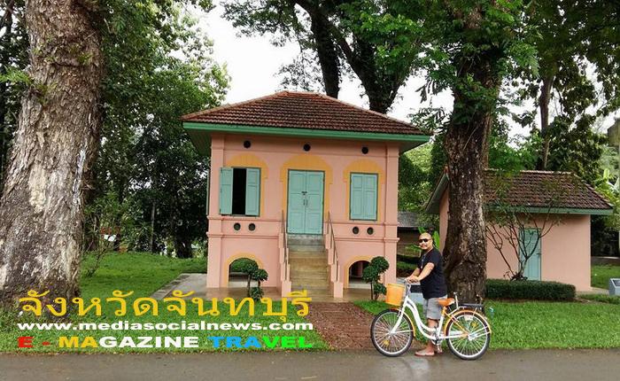 ศาลสมเด็จพระเจ้าตากสินมหาราช จันทบุรี บริเวณลานจอดรถ
