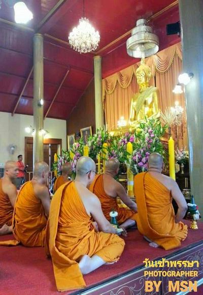 วันเข้าพรรษาวันพระสงฆ์อธิษฐานพักประจำอยู่ ณ ที่ใดที่หนึ่งตลอดฤดูฝนเป็นระยะเวลา 3 เดือน